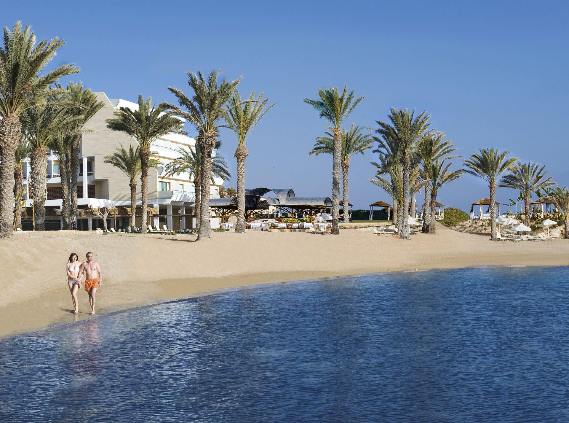_02-pioneer beach hotel-beach couple_resized