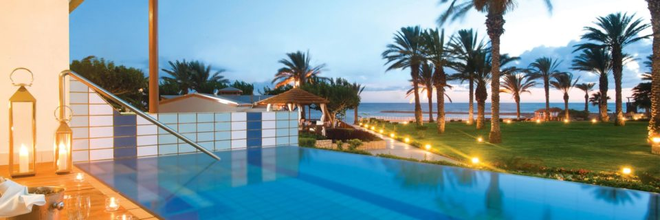 _07-asimina suites hotel-private pool_resized